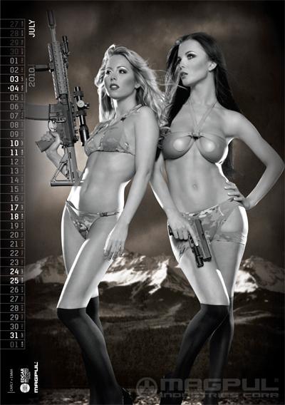 Девушка с оружием сиськи